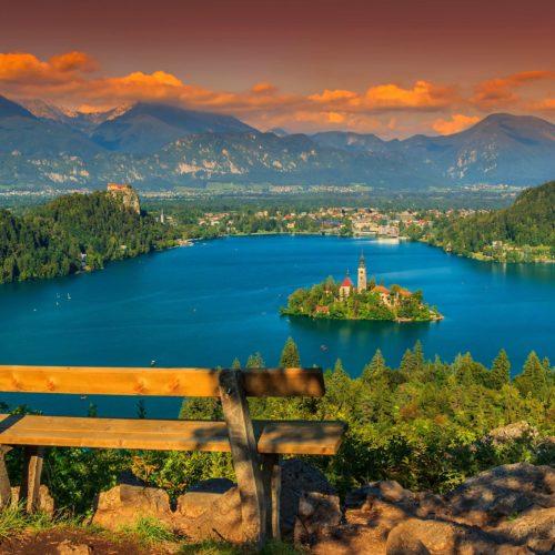 Viaja a Eslovenia, joya verde bajo los Alpes que con su diversidad atrae gente de todo el mundo. Un viaje ideal para despertar todos los sentidos!