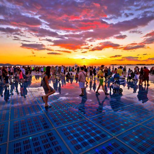 Recorre toda la costa dálmata, desde Zadar hasta Dubrovnik